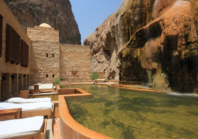 six_senses_spa_pool
